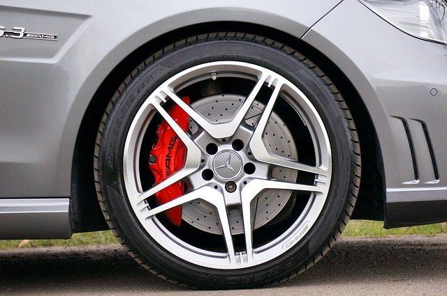 sports-car-tire